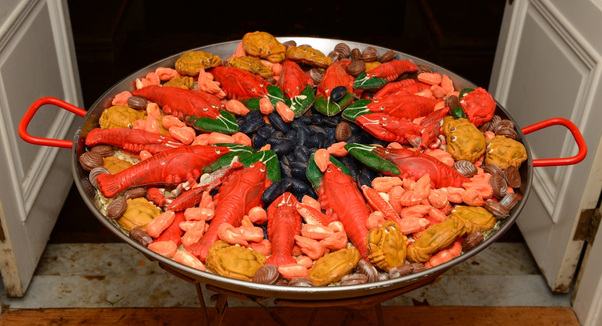 paella-with-orange-handles